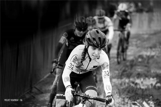 As a first year junior Shirin took a 10th place between the Elite women in Superprestige Cyclocross Zonhoven.